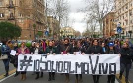 Almaviva Contact: i lavoratori votano NO all'accordo. Riparte la trattativa sui licenziamenti – e la lotta
