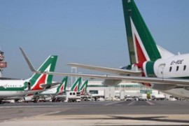 Alitalia: lavoratrici reintegrate e rilicenziate. L'azienda teme i ricorsi sull'operazione Etihad