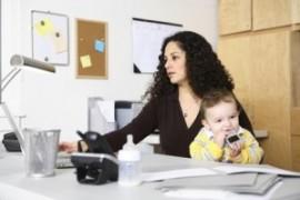 Niente nido e part time negato: 10mila neo-mamme costrette a lasciare il lavoro