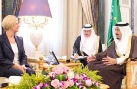 La Ministra Pinotti in Arabia Saudita per promuovere contratti militari in spregio ai diritti umani