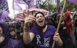 #NONUNADIMENO: anche in Italia stiamo tornando indietro, ecco perché le donne scendono in piazza