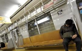 """Morire di lavoro: il Giappone si interroga sul """"karoshi"""""""
