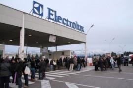 Metalmeccanici, gli operai dell'Electrolux bocciano l'accordo sul contratto nazional