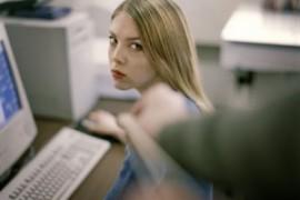 Molestie sessuali sul lavoro: decalogo su come difendersi