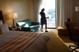 «Rifate 14 camere in sei ore o scattano i tagli al salario». Hotel condannato