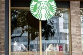 Starbucks si impegna a pagare allo stesso modo uomini e donne