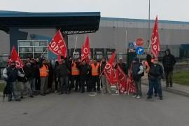 Video: lavoratrice della Expo Logistica di Pontenure in sciopero contro riduzione d'orario e incertezza sul cambio d'appalto