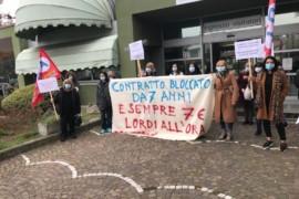 Lavoratrici addette alle pulizie degli ospedali di Padova in sciopero per il rinnovo del CCNL Pulizie/Multiservizi