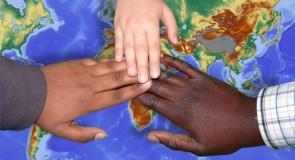I lavoratori subordinati extracomunitari con permesso di soggiorno hanno diritto agli assegni familiari anche per i figli minori rimasti nel Paese d'origine